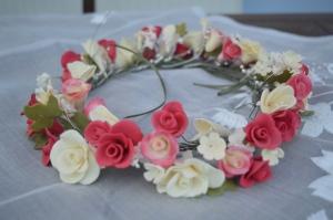 Ring of Wedding Cake Flowers
