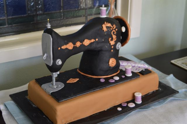 Vintage Sewing Machine Cake