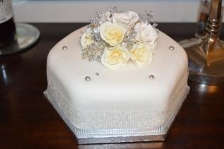 White roses Christmas Cake