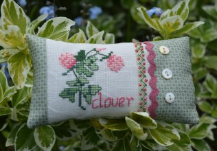 Clover cross-stitch small