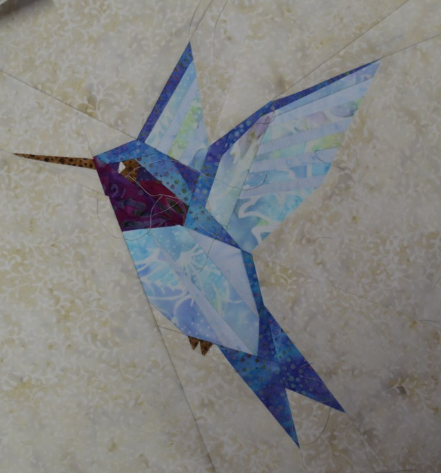 paper pieced hummingbird