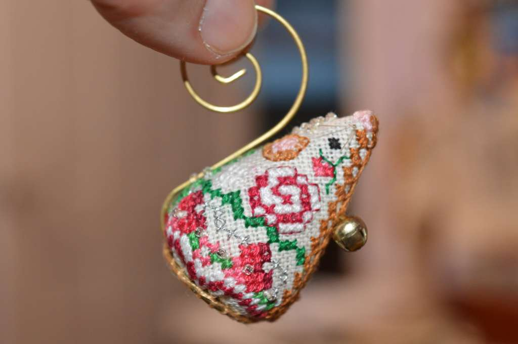cross-stitch mouse